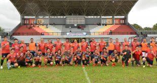 Udai bertanding Sepak Bola gabungan TNI/Polri dan Tim Para Awak Media foto bersama