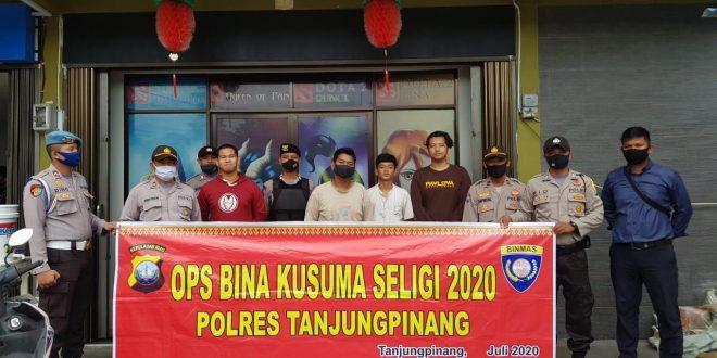 Foto Petugas polres Tanjungpinang akan turun ke titik masyarakat kumpul